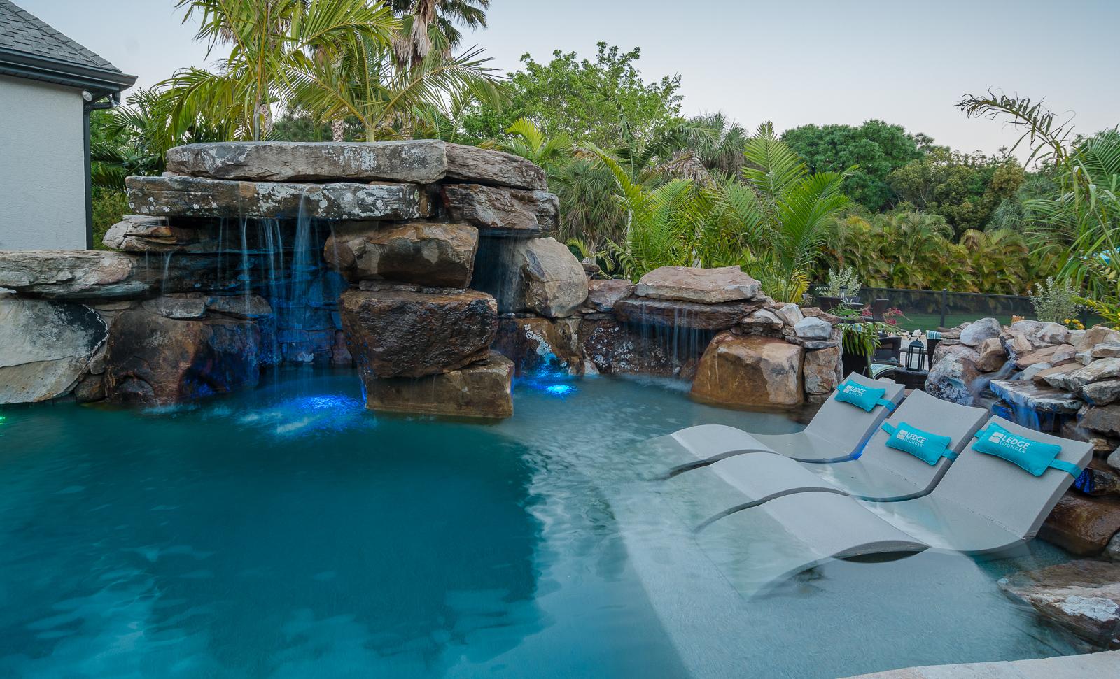 Insane pools tv episode fiesta de laguna for Pool kings design